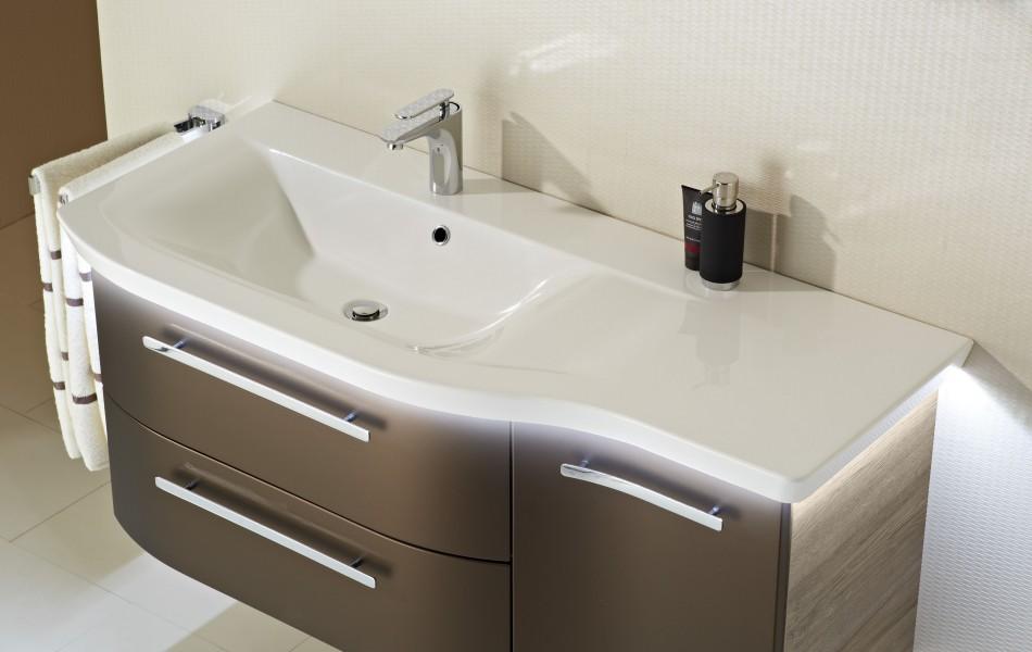 Mobilier asymétrique de salle de bains CONTEA d'Alape