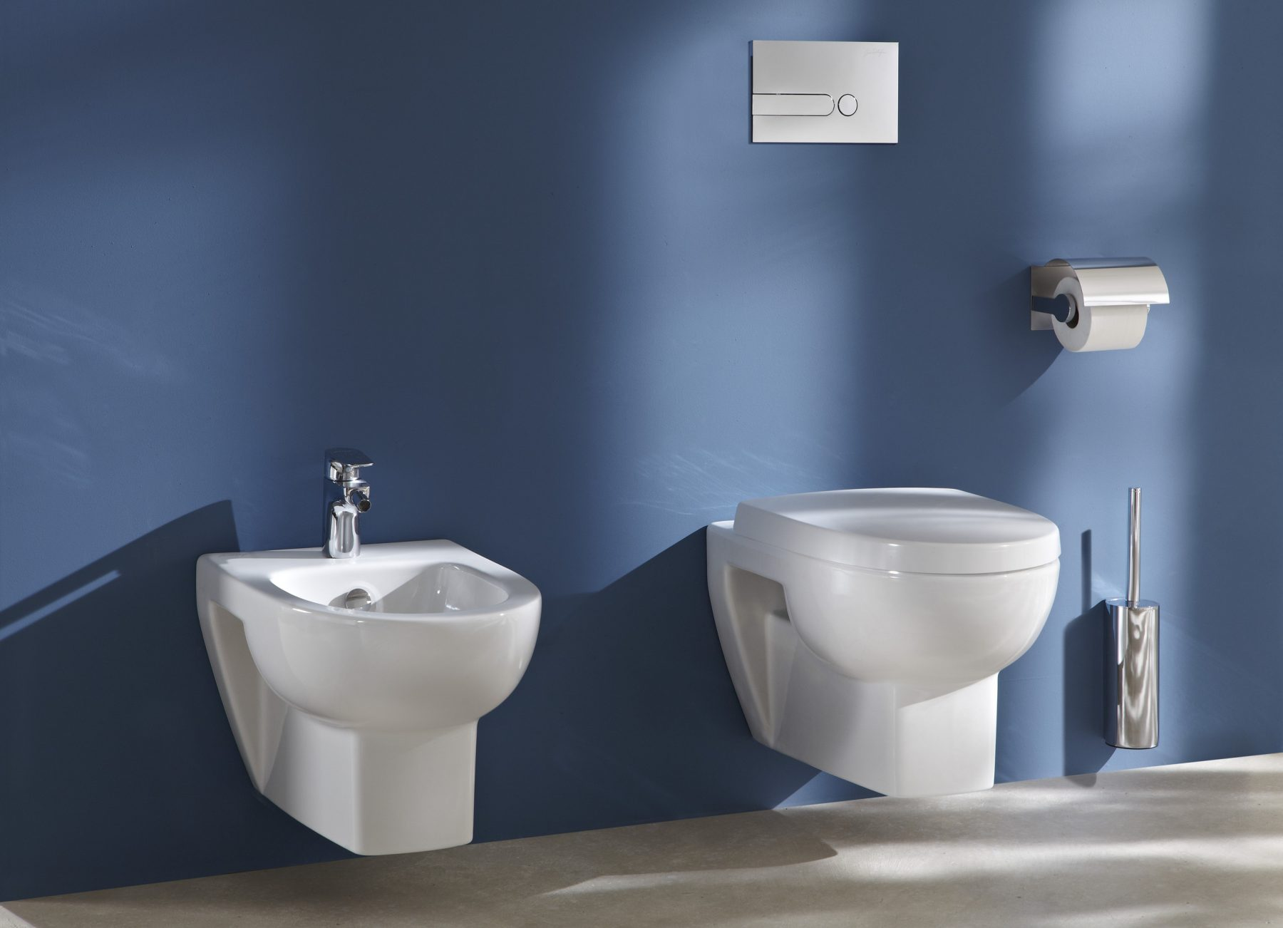 fiche produit de la salle de bains ensemble brosse wc. Black Bedroom Furniture Sets. Home Design Ideas