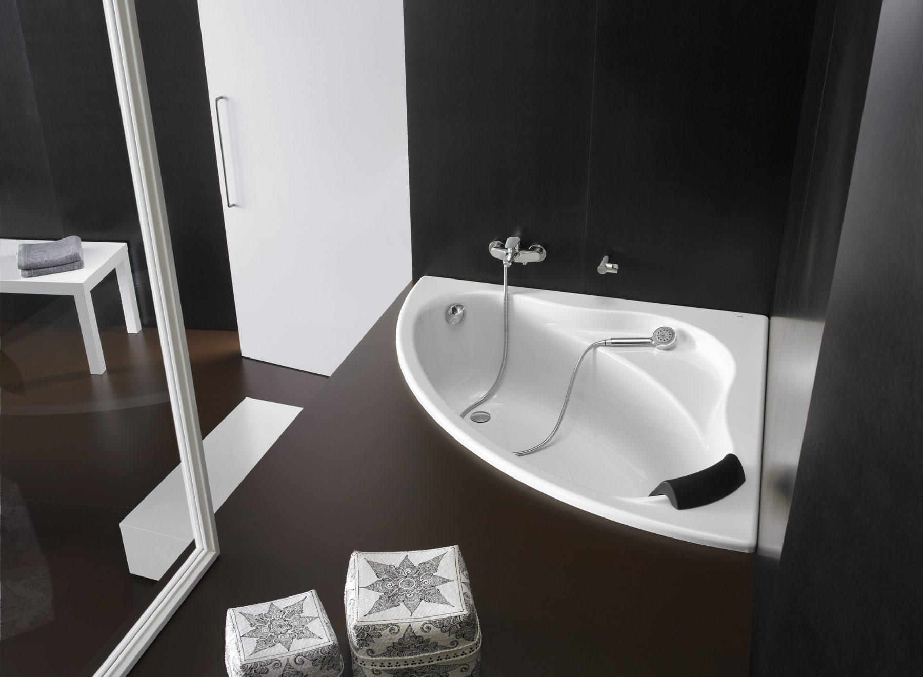 baignoire d 39 angle pour salle de bains bali de roca. Black Bedroom Furniture Sets. Home Design Ideas